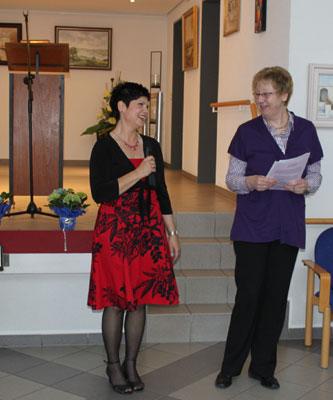 Hausleiterin Andrea Bochmann (l.) und die ehrenamtliche Chorleiterin Monika Spiller.