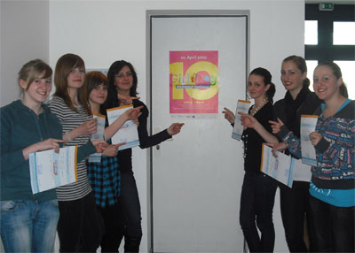 Teilnehmerinnen am Girls'Day v.l.n.r.: Maria, Hannah, Jannette, Viktoria, Stefanie, Kerstin, Durchführung Maria Müller (Mitte)