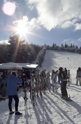 Kälteeinbruch ermöglicht massenhafte Schneeproduktion