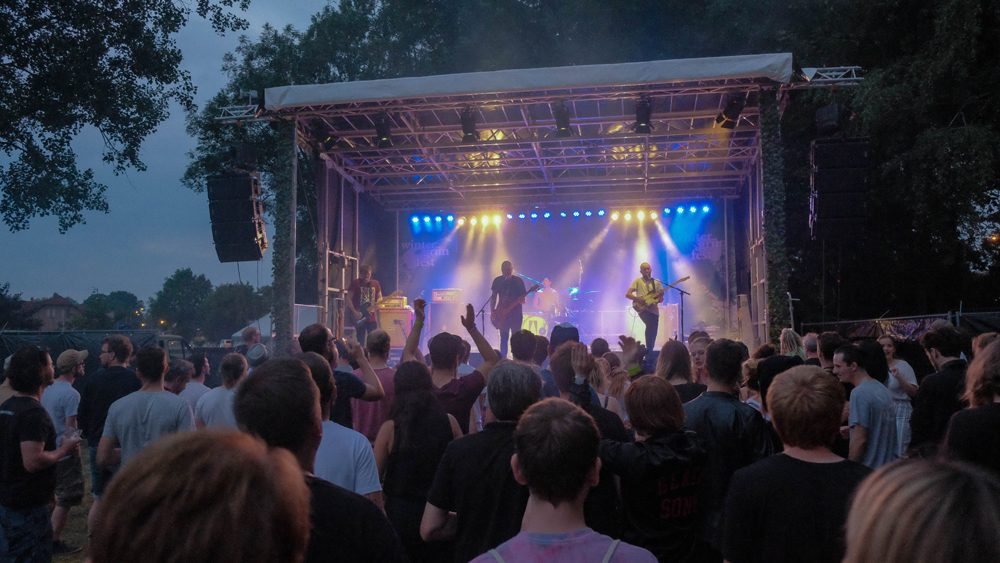 Alternative Musik im Sommer am See
