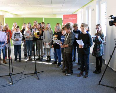 WDR filmt die Aufnahme des neuen Nikolausliedes des Bonifatiuswerkes im Liebfrauengymnasium Büren