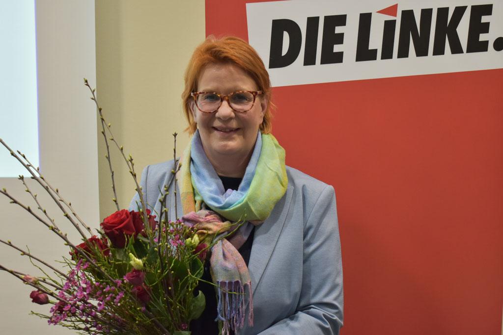 Martina Schu mit Blumenstrauß